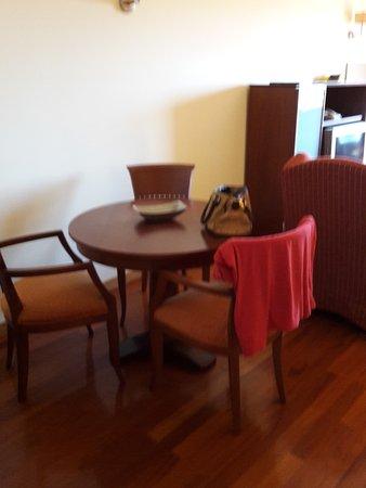 Linda-a-Velha, Portugal: Zona de estar en el salón