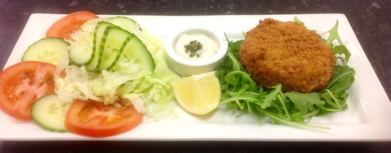 Dedham, UK: Salmon Fish Cakes served on a bed of Wild Rocket