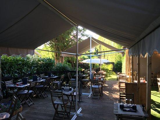 Restaurant l 39 opporthym dans gambais avec cuisine fran aise for Restaurant yvelines avec jardin