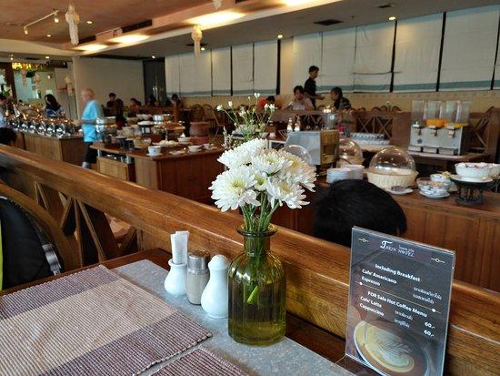 Tarin Hotel : Buffet breafast
