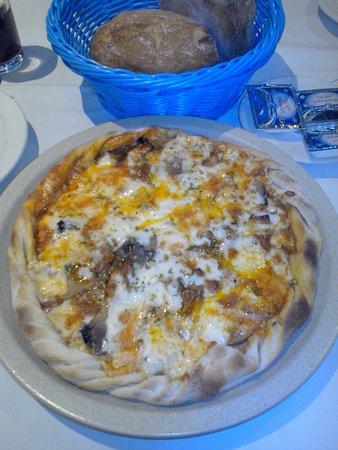 Antonio's : Undefinierbare Pizza - Nichts scheint frisch
