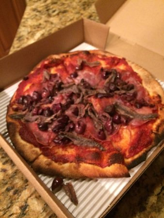 Stuft Pizza Bar & Grill: this was my dried up pizza