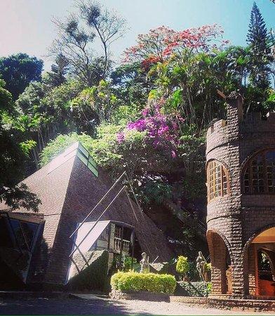 Matelândia, PR: vista do castelletto e da pirâmide