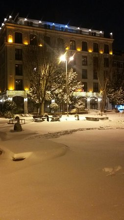 Deluxe Golden Horn Sultanahmet Hotel: Hotel in the snow!