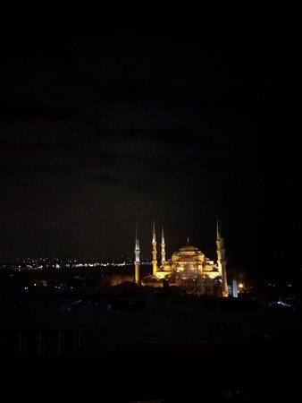 Deluxe Golden Horn Sultanahmet Hotel: panoramic view from our window