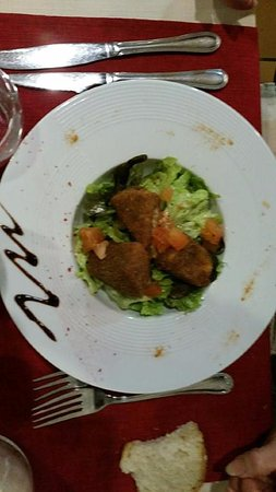 Castelnau-d'Estretefonds, Francia: salade de camembert pané