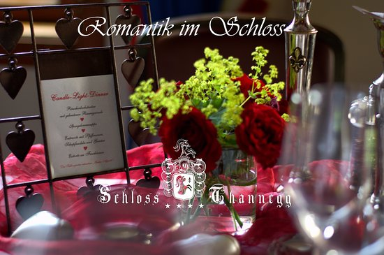 """Grobming, Austria: Romantische Nacht im Schloss """"Package für Verliebte"""""""