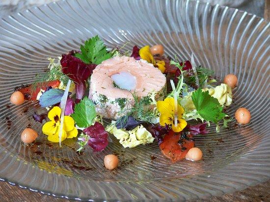 Hotel Restaurant Roter Ochsen: Lachs - Garnelenroulade mit Zupfsalaten