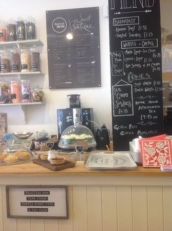 Southam, UK: Sweet Boutique is a small shop but we pride ourselves on our homemade cakes, Sweets and ice crea