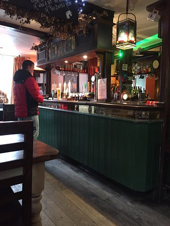 Chilham, UK : The cosy bar at the White Horse