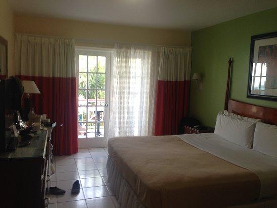 Bay Gardens Inn: First floor bedroom