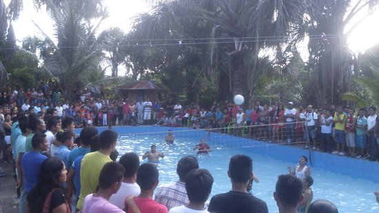 Sauce, เปรู: Buen evento de voley en la piscina