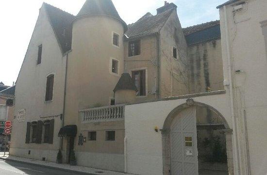 Saint-Amand-Montrond, France: hotel de l'écu