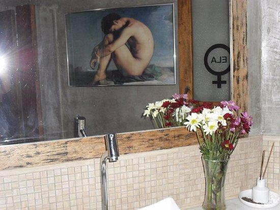 Ipiau, BA: Banheiro feminino, cheirosíssimo.