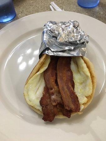 ออเบิร์น, มิชิแกน: breakfast sandwich on Pita- eggs made your way!