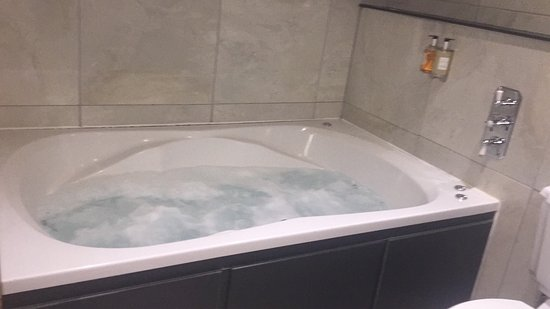 room and jacuzzi bath picture of the shankly hotel liverpool