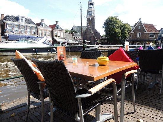 Lemmer, The Netherlands: Terras met uitzicht op het water