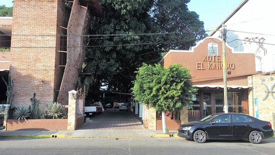 San Juan Bautista Tuxtepec, México: Hotel reception on the right, restaurant on the left.