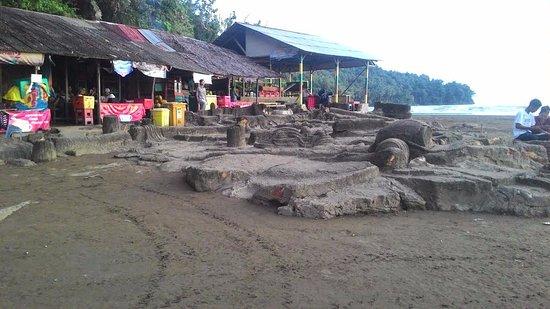Air Manis Beach : Food outlet