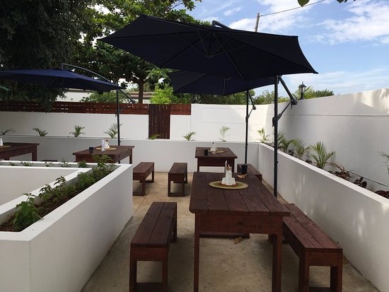 Marracuene, Mozambique: Join us for a cold beer!