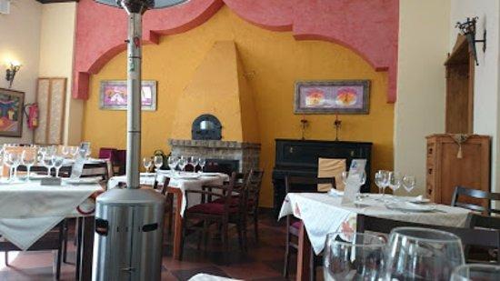 Canillas de Aceituno, España: Comedor vanguardista muy acogedor