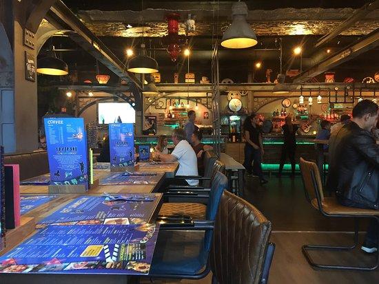 hollywood cafe de kuip rotterdam restoran yorumlar
