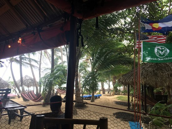 The Turned Turtle Restaurant at Little Corn Beach and Bungalow: Escaping the rain