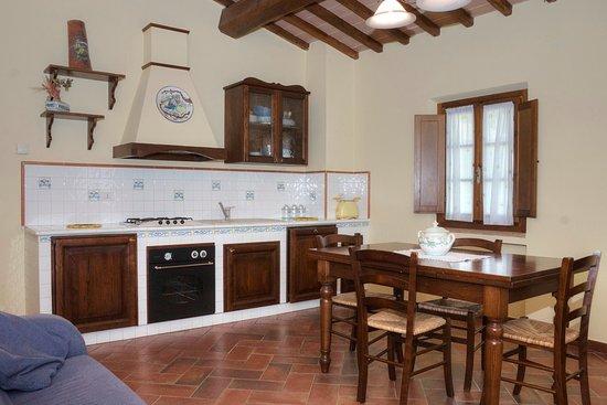 Cucina e Soggiorno - Picture of La Grotta dell\' Eremita, Gambassi ...