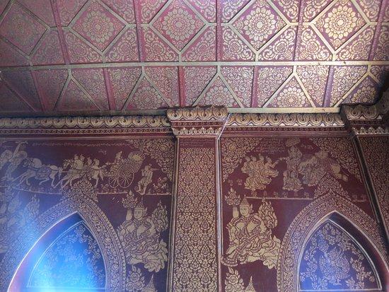 Wat Pha Jao Lung: Interior wall