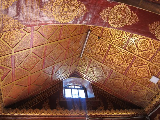 Wat Pha Jao Lung: Interior ceiling