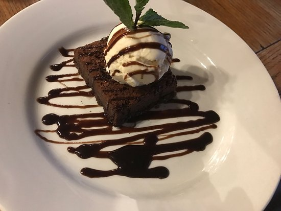 ‪‪Poynings‬, UK: British Chicken Pie and Chocolate brownie with Vanilla Ice Cream‬