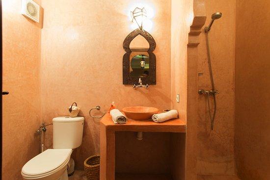 MonRiad: BATHROOM STANDARD ROOM