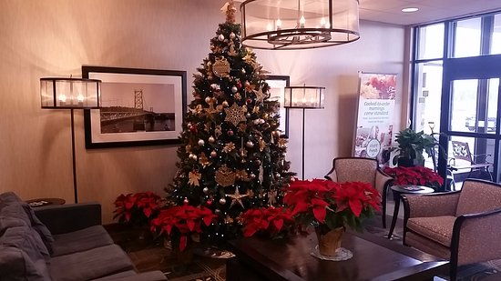 Weirton, WV: Christmas Tree in the lobby