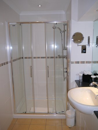 BEST WESTERN PLUS Edinburgh City Centre Bruntsfield Hotel: Dusch i badrum