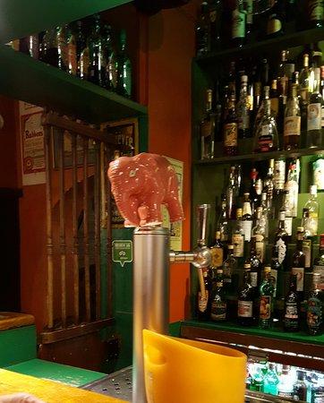 Floris Bar: Superb beer bar.