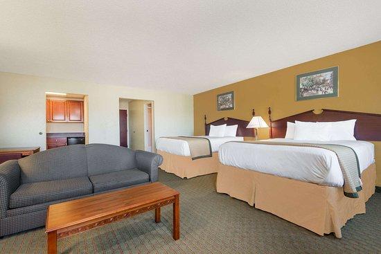 Days Inn Norton VA: Suite Room