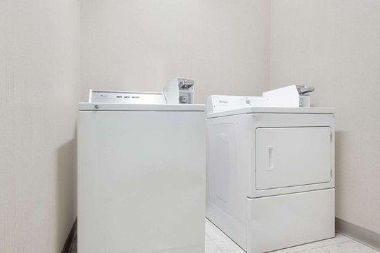Days Inn Norton VA: Guest Laundry Room
