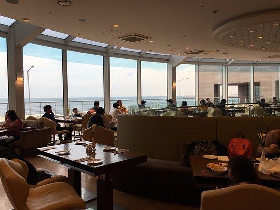 Ocean Suites Jeju Hotel : Breakfast place, it's ocean view