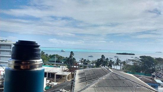 El Viajero San Andres Hostel & Suites : vista desde el desayunador/bar