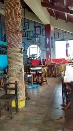El Viajero San Andres Hostel & Suites : bar/ desayunador