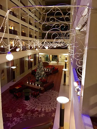 Cinnamon Grand Colombo: Best time to visit is December during Christmas