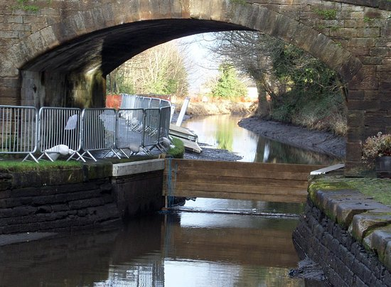 Linlithgow, UK: Safety Gate as part of the canal drainage process