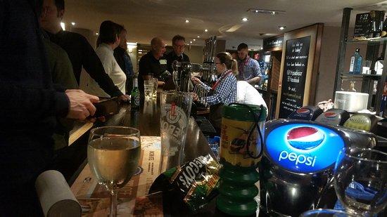 Gunthorpe, UK: Early Bar