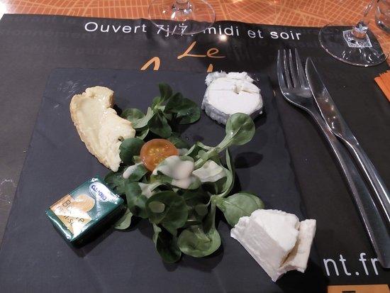 Bouffere, Frankrike: assiette de fromage