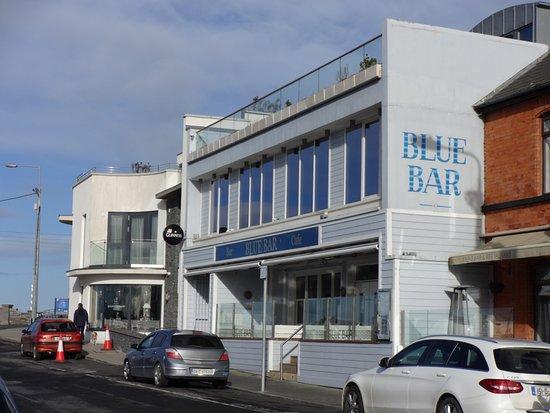 Skerries, Ireland: blue bar outside