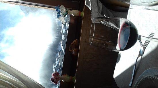 Pietraporzio, Italia: sala ristorante con vista stupenda!