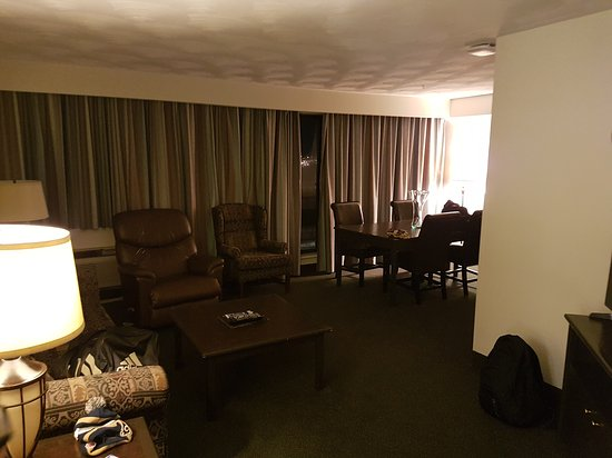 The Business Inn & Suites: 20170203_231704_large.jpg