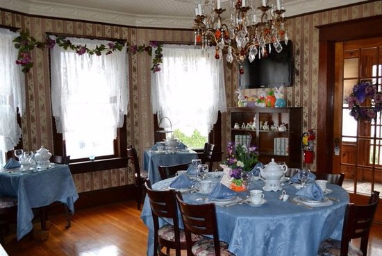 Jamesburg, NJ: Dining area.