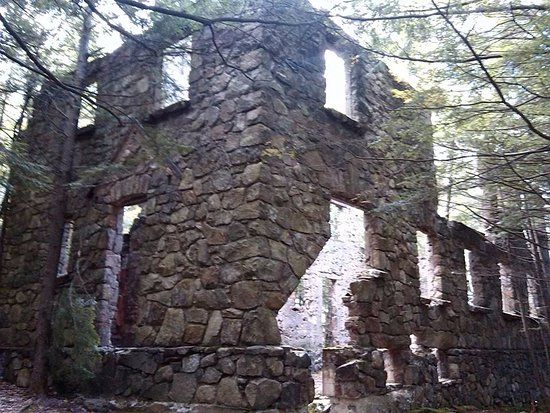Warrensburg, NY: If you can find it, there is this awesome castle!!