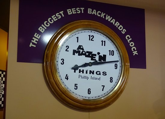 Cowes, Australia: Love the backwards clock!